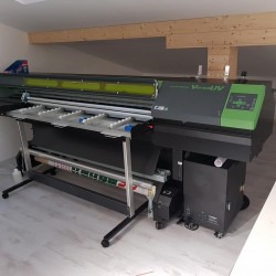 VersaUV LEJ Hybrid UV-LED Flatbed Printer