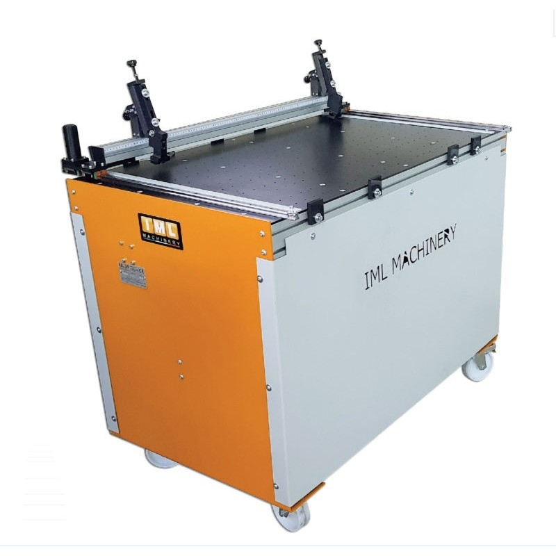 One semiautomatic grooving machine model DA 140 Home